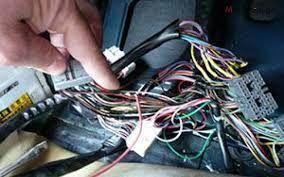მოგემსახურებით მანქანის ელექტროობის სერვისში