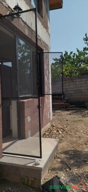 მეტალოპლასმასის ფანჯრების დარეგულირება და მწერებისგან დამცავი ბადეები