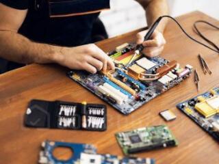 კომპიუტერების, ლეპტოპების და პლანშეტების შეკეთება