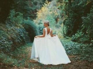 საქორწილო და საბანკეტო კაბების კერვა