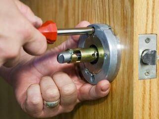 ჩაკეტილი კარის გაღება კარის დაუზიანებლად
