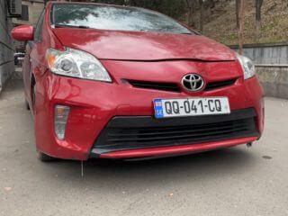 ქირავდება მანქანა Toyota Prius 2010