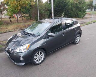 ქირავდება დღურად Toyota Prius C 2013