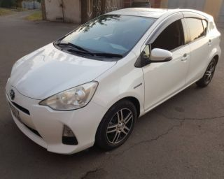 Ქირავდება დღიურად Toyota Aqua 2012