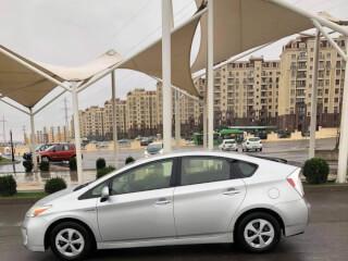 ქირავდება დღიურად Toyota Prius 2015