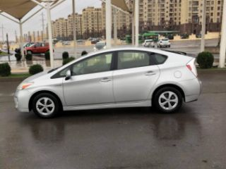 ქირავდება დღიურად Toyota Prius 2014-2015