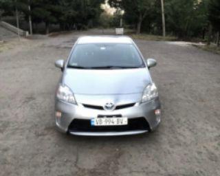 ქირავდება დღიურად Toyota Prius 2014