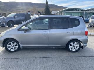 ქირავდება მანქანა Honda Fit